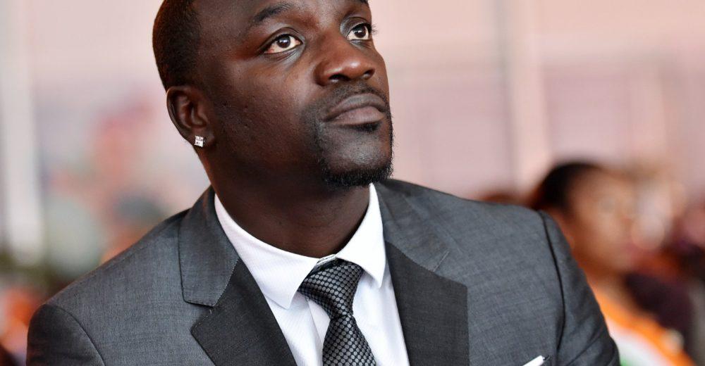 Рэпер Акон считает, что биткоин лучше, чем «военный» доллар США