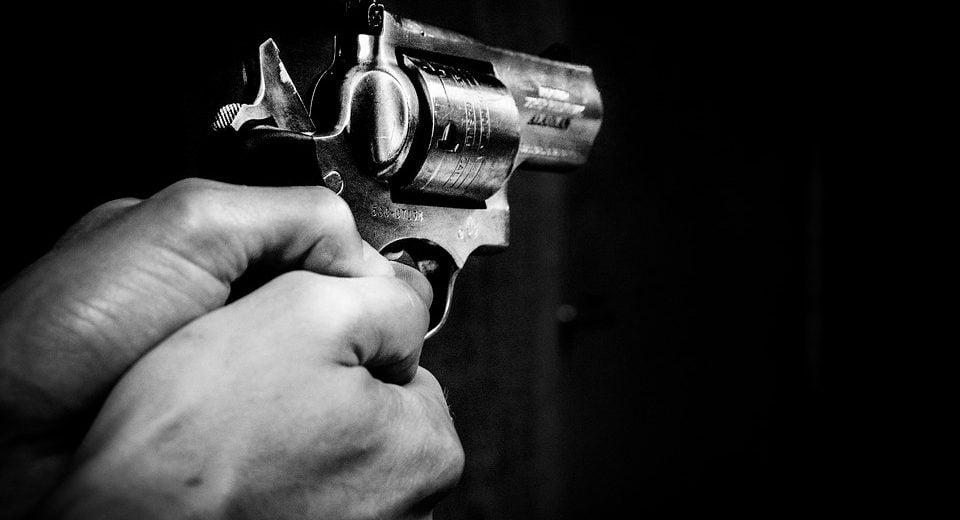 Норвежский биткоин-миллионер прыгнул с балкона от вооруженного грабителя