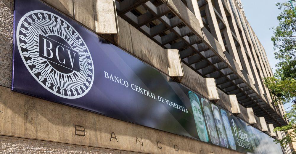 Центральный банк Венесуэлы рассматривает возможность держать биткоин и эфир