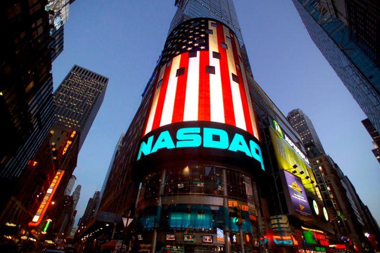 Nasdaq запустила крипто-индекс для 100 лучших монет на основе ИИ
