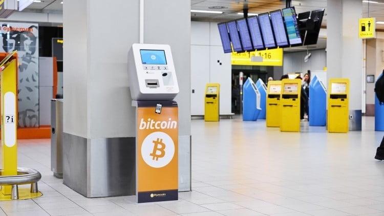 В международном аэропорту Майами установили первый биткоин-банкомат