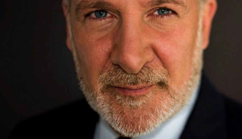 Питер Шифф обвиняет «китов» в том, что биткоин вырос на 30% против золота