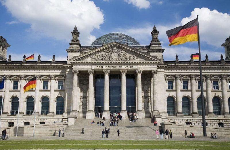 Парламент Германии принял закон, разрешающий банкам покупку и продажу криптовалют