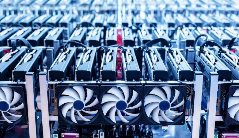 Аналитик: майнеры падают в цене в преддверии халвинга биткоина